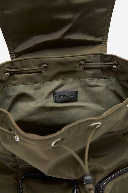 Nylonrucksack mit Taschen für 36,99€