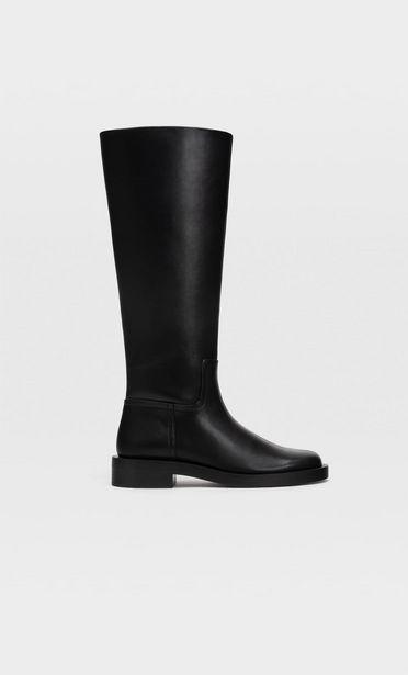 Schwarze flache hohe Stiefel für 59,99€