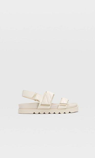 Flache, gesteppte Sandalen für 29,99€