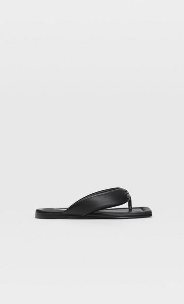Flache, gesteppte Sandalen für 19,99€